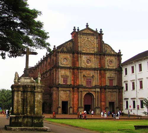 1280px-Besilica_of_Bom_Jesus_6_(Old_Goa_)